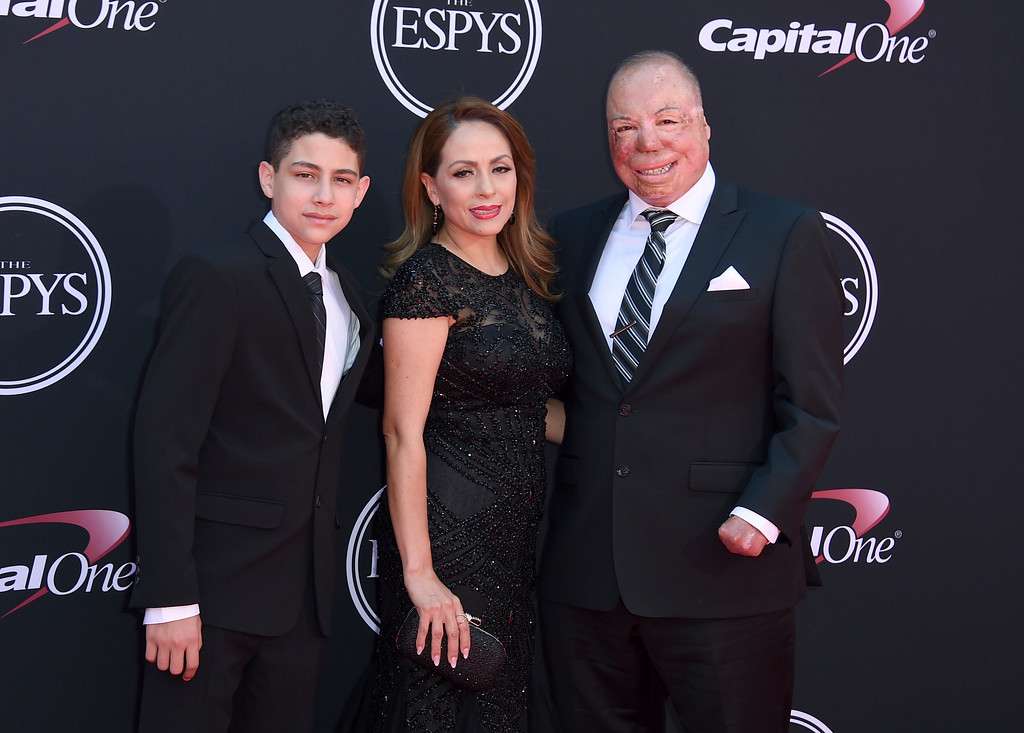 . Israel Del Toro Jr., from left, Carmen Del Toro and Israel Del Toro arrive at the ESPYS at the Microsoft Theater on Wednesday, July 12, 2017, in Los Angeles. (Photo by Jordan Strauss/Invision/AP)