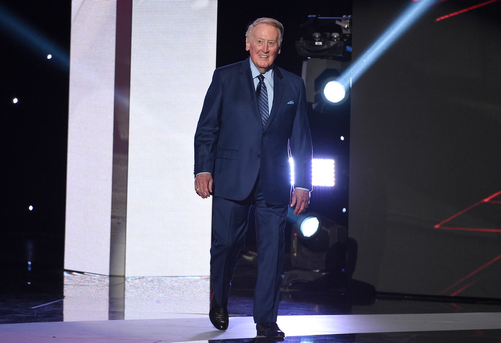 . Vin Scully walks on stage to accept the Icon Award at the ESPYS at the Microsoft Theater on Wednesday, July 12, 2017, in Los Angeles. (Photo by Chris Pizzello/Invision/AP)