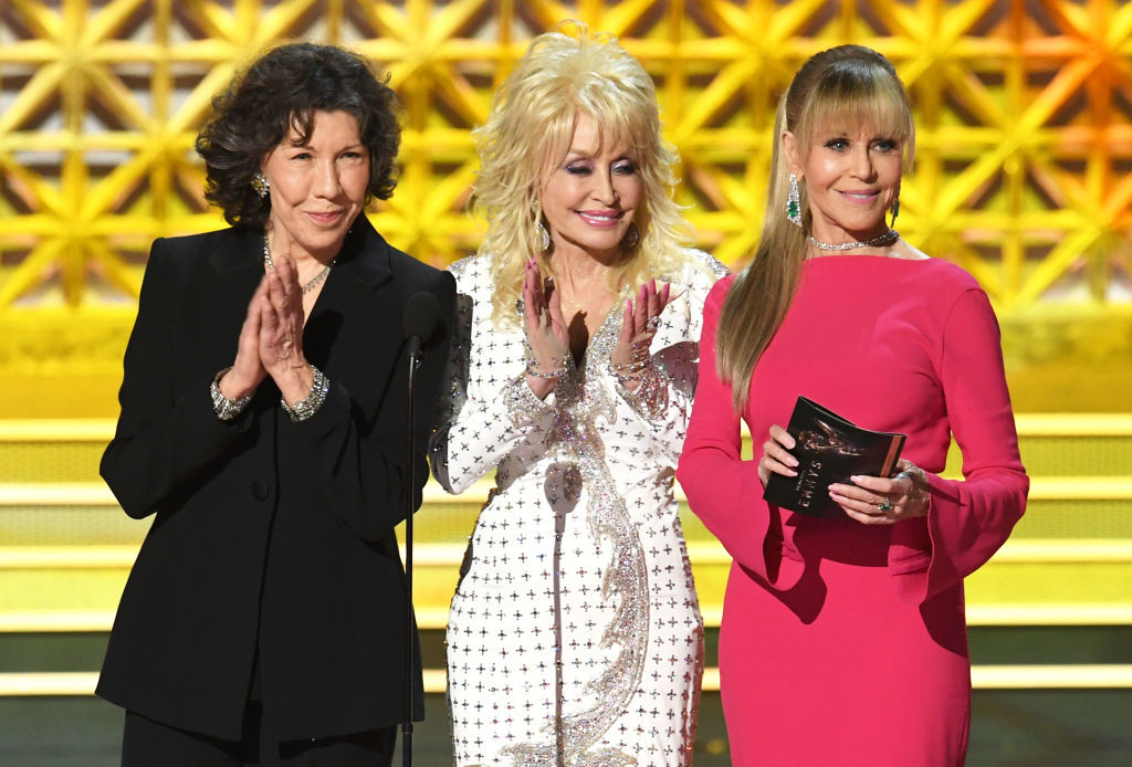 . LOS ANGELES, CA - SEPTEMBER 17:  (L-R) Actors Lily Tomlin, Dolly Parton and Jane Fonda speak onstage during the 69th Annual Primetime Emmy Awards at Microsoft Theater on September 17, 2017 in Los Angeles, California.  (Photo by Kevin Winter/Getty Images)