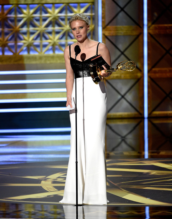 """. Kate McKinnon accepts the award for outstanding supporting actress in a comedy series for \""""Saturday Night Live\"""" at the 69th Primetime Emmy Awards on Sunday, Sept. 17, 2017, at the Microsoft Theater in Los Angeles. (Photo by Chris Pizzello/Invision/AP)"""