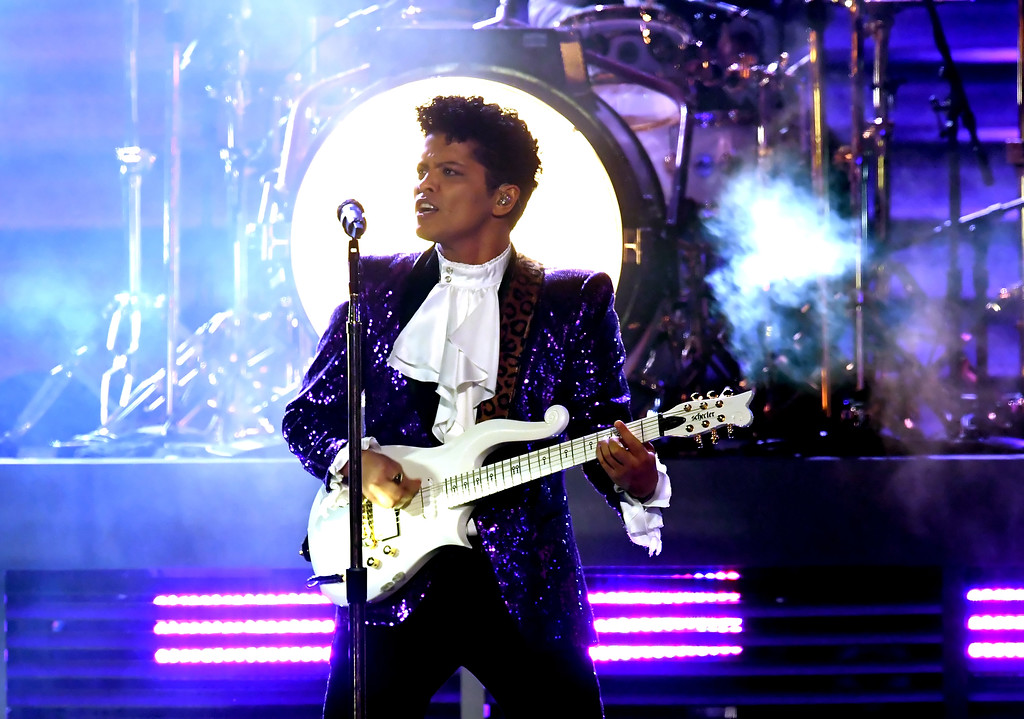 . LOS ANGELES, CA - FEBRUARY 12:  Recording artist Bruno Mars performs onstage during The 59th GRAMMY Awards at STAPLES Center on February 12, 2017 in Los Angeles, California.  (Photo by Kevin Winter/Getty Images for NARAS)