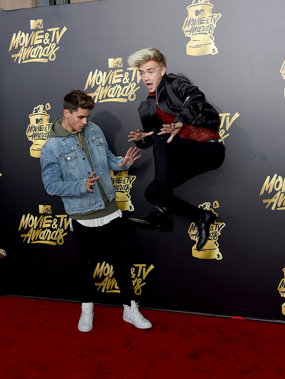 . Jack Gilinsky, left, and Jack Johnson arrive at the MTV Movie and TV Awards at the Shrine Auditorium on Sunday, May 7, 2017, in Los Angeles. (Photo by Richard Shotwell/Invision/AP)