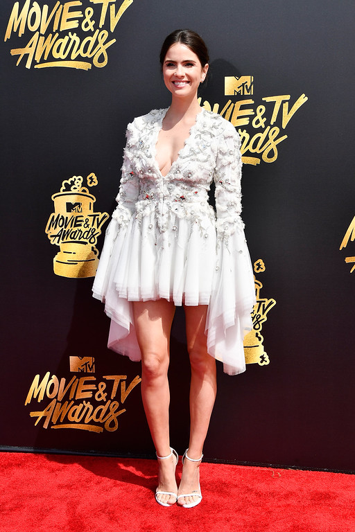 . LOS ANGELES, CA - MAY 07:  Actor Shelley Hennig attends the 2017 MTV Movie And TV Awards at The Shrine Auditorium on May 7, 2017 in Los Angeles, California.  (Photo by Frazer Harrison/Getty Images)