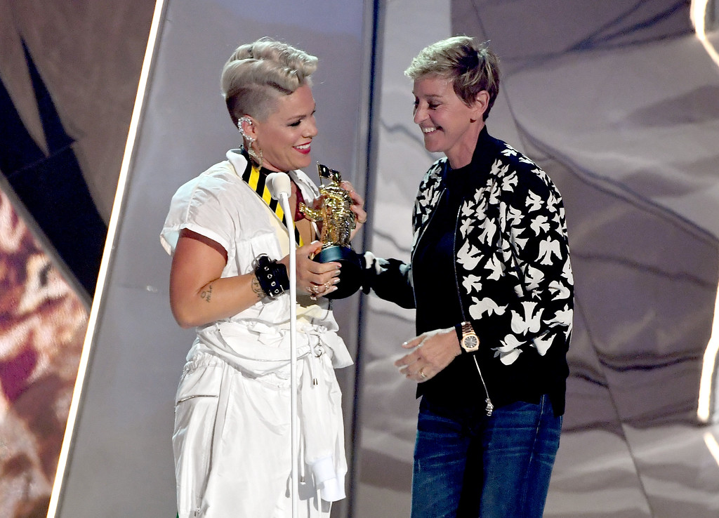 . INGLEWOOD, CA - AUGUST 27:  Pink (L) accepts the Michael Jackson Video Vanguard Award from Ellen DeGeneres onstage during the 2017 MTV Video Music Awards at The Forum on August 27, 2017 in Inglewood, California.  (Photo by Kevin Winter/Getty Images)