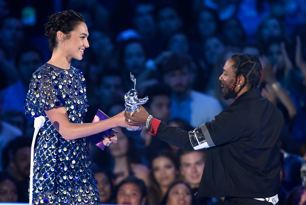 ". Gal Gadot, left, presents the award for video of the year to Kendrick Lamar for ""HUMBLE.\"" at the MTV Video Music Awards at The Forum on Sunday, Aug. 27, 2017, in Inglewood, Calif. (Photo by Chris Pizzello/Invision/AP)"