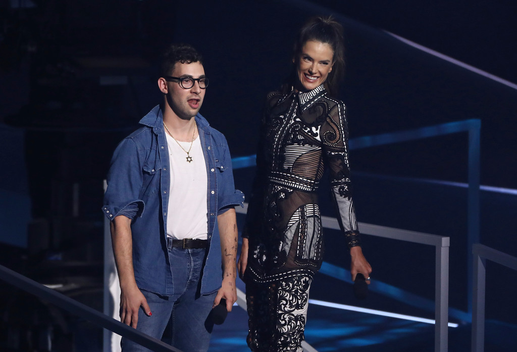 . Jack Antonoff, left, and Alessandra Ambrosio introduce a performance by Lorde at the MTV Video Music Awards at The Forum on Sunday, Aug. 27, 2017, in Inglewood, Calif. (Photo by Matt Sayles/Invision/AP)