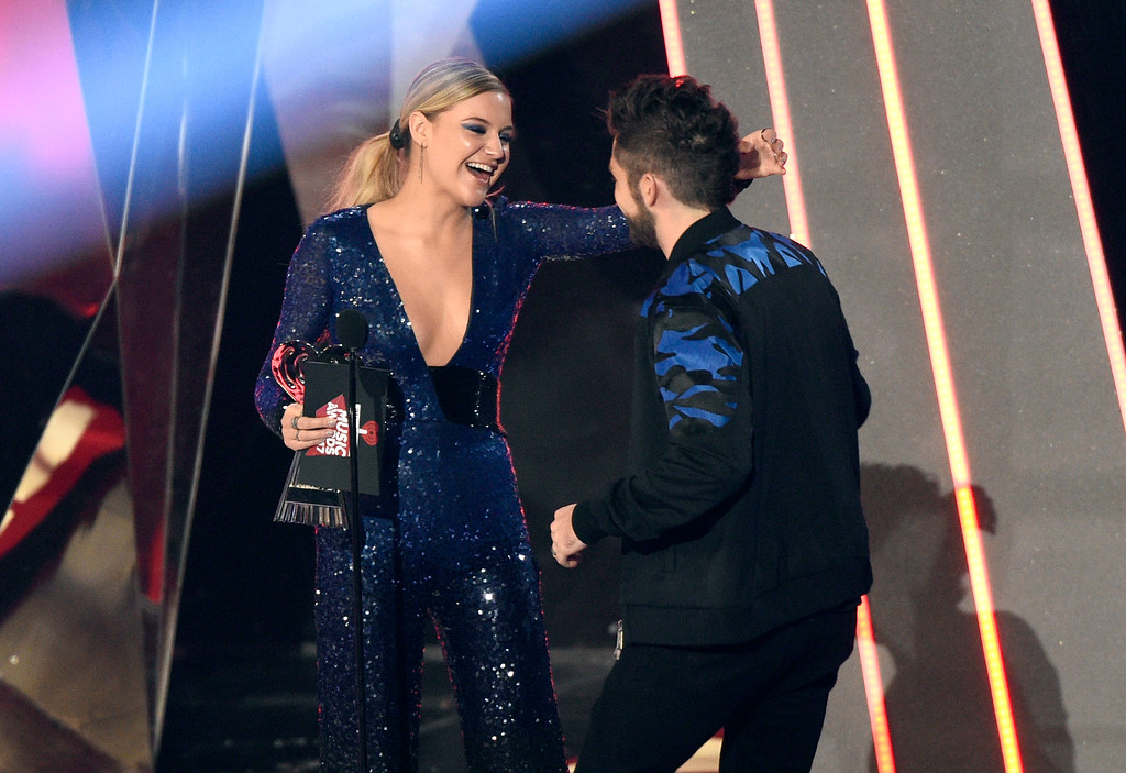 . Kelsea Ballerini, left, presents Thomas Rhett with the award for country artist of the year at the iHeartRadio Music Awards at the Forum on Sunday, March 5, 2017, in Inglewood, Calif. (Photo by Chris Pizzello/Invision/AP)