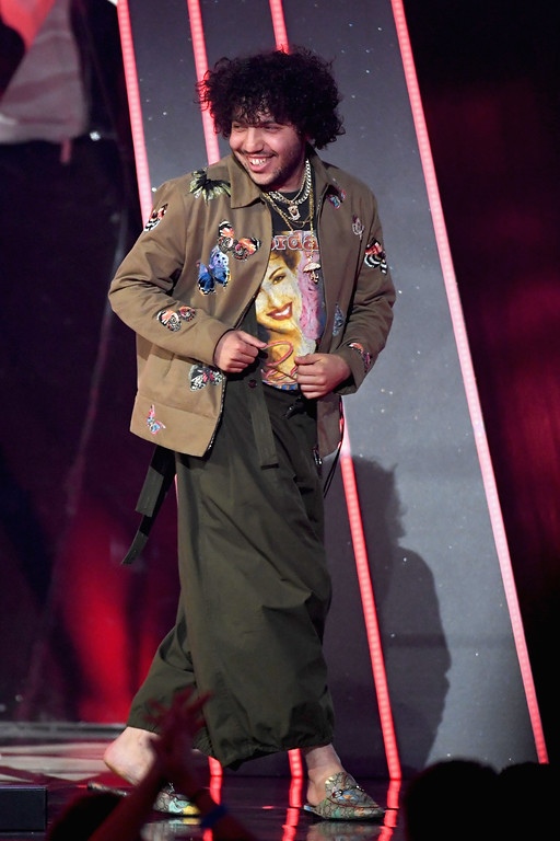 . INGLEWOOD, CA - MARCH 05:  Songwriter Benny Blanco accepts Best Lyrics for \'Love Yourself\' (song by Justin Bieber) onstage at the 2017 iHeartRadio Music Awards which broadcast live on Turner\'s TBS, TNT, and truTV at The Forum on March 5, 2017 in Inglewood, California.  (Photo by Kevin Winter/Getty Images for iHeartMedia)