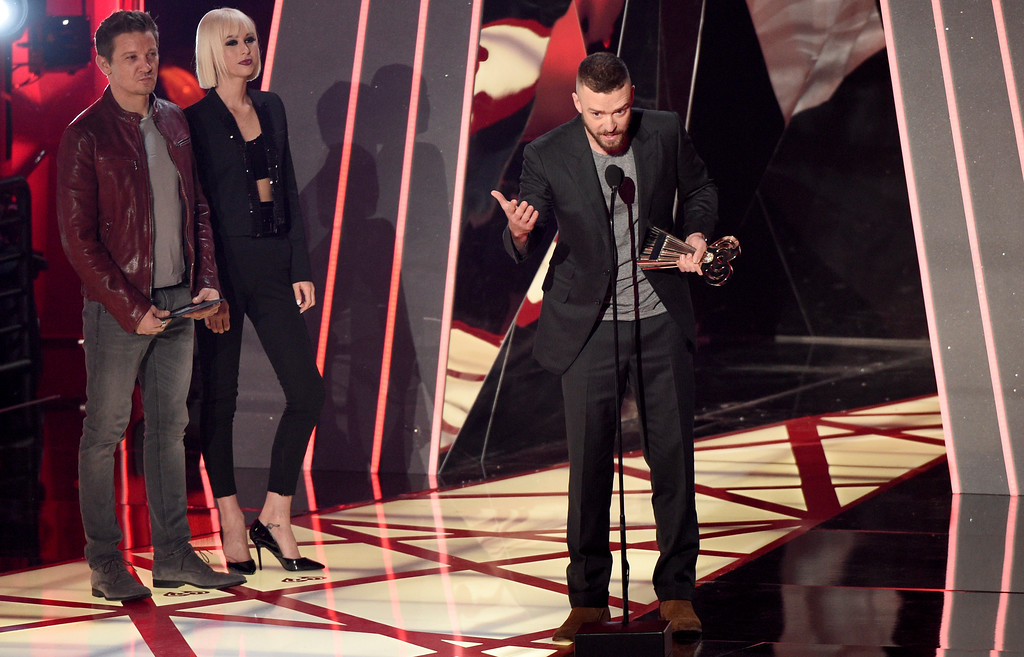 ". Justin Timberlake accepts the award for song of the year for ""Can\'t Stop The Feeling!\"" as presenter Jeremy Renner, left, looks on during the iHeartRadio Music Awards at the Forum on Sunday, March 5, 2017, in Inglewood, Calif. (Photo by Chris Pizzello/Invision/AP)"