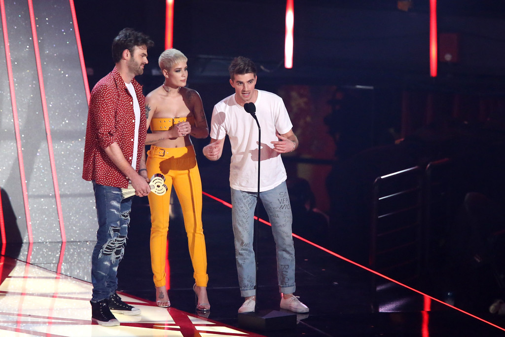 . INGLEWOOD, CA - MARCH 05:  Singer Halsey (C) and DJs Alex Pall (L) and Andrew Taggart (R) of The Chainsmokers accept the Dance Song of the Year award for \'Closer\' onstage at the 2017 iHeartRadio Music Awards which broadcast live on Turner\'s TBS, TNT, and truTV at The Forum on March 5, 2017 in Inglewood, California.  (Photo by Rich Polk/Getty Images for iHeartMedia)