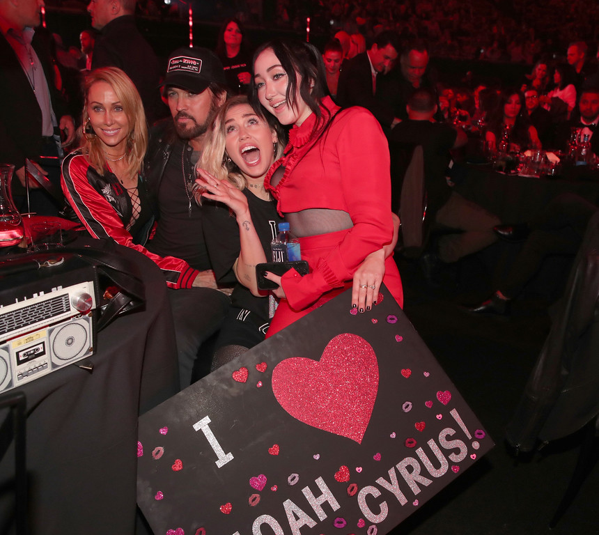 . INGLEWOOD, CA - MARCH 05:  (L-R) Tish Cyrus, and singers-songwriters Billy Ray Cyrus, Miley Cyrus, and Noah Cyrus pose with a sign reading \'I heart Noah Cyrus\' during the 2017 iHeartRadio Music Awards which broadcast live on Turner\'s TBS, TNT, and truTV at The Forum on March 5, 2017 in Inglewood, California.  (Photo by Christopher Polk/Getty Images for iHeartMedia)