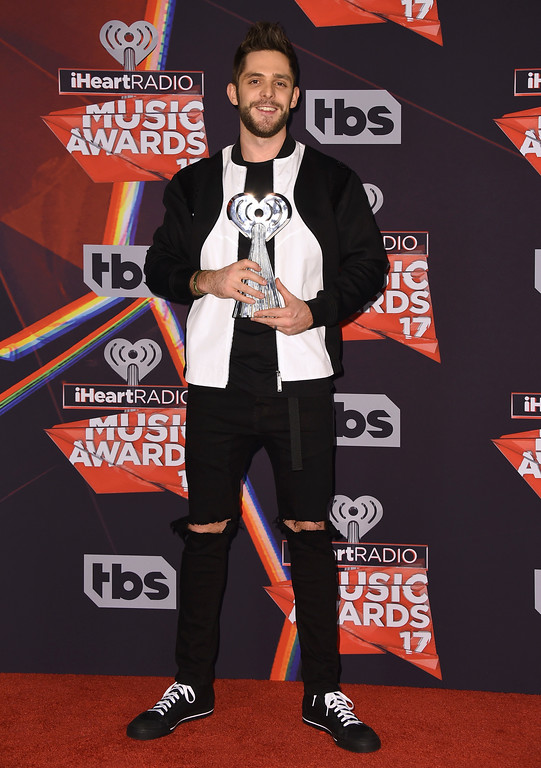 . Thomas Rhett poses with the award for country artist of the year in the press room at the iHeartRadio Music Awards at the Forum on Sunday, March 5, 2017, in Inglewood, Calif. (Photo by Jordan Strauss/Invision/AP)