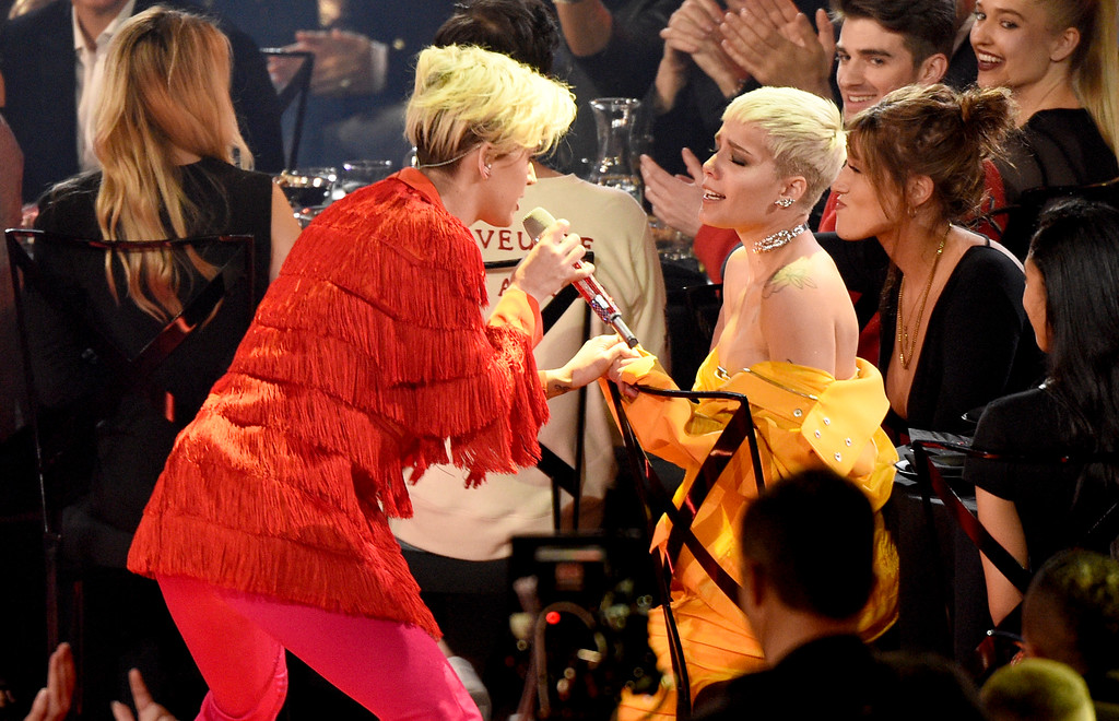 . Katy Perry, left, sings with Halsey at the iHeartRadio Music Awards at the Forum on Sunday, March 5, 2017, in Inglewood, Calif. (Photo by Chris Pizzello/Invision/AP)