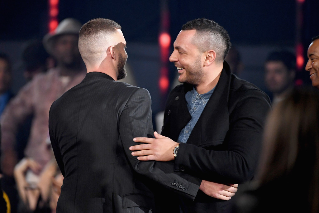 . INGLEWOOD, CA - MARCH 05:  Singer Justin Timberlake (L) accepts Song of the Year for \'Can\'t Stop the Feeling\' onstage at the 2017 iHeartRadio Music Awards which broadcast live on Turner\'s TBS, TNT, and truTV at The Forum on March 5, 2017 in Inglewood, California.  (Photo by Kevin Winter/Getty Images for iHeartMedia)