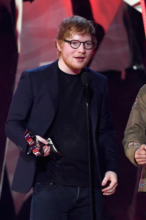 . INGLEWOOD, CA - MARCH 05:  Songwriter Ed Sheeran accepts Best Lyrics for \'Love Yourself\' (song by Justin Bieber) onstage at the 2017 iHeartRadio Music Awards which broadcast live on Turner\'s TBS, TNT, and truTV at The Forum on March 5, 2017 in Inglewood, California.  (Photo by Kevin Winter/Getty Images for iHeartMedia)