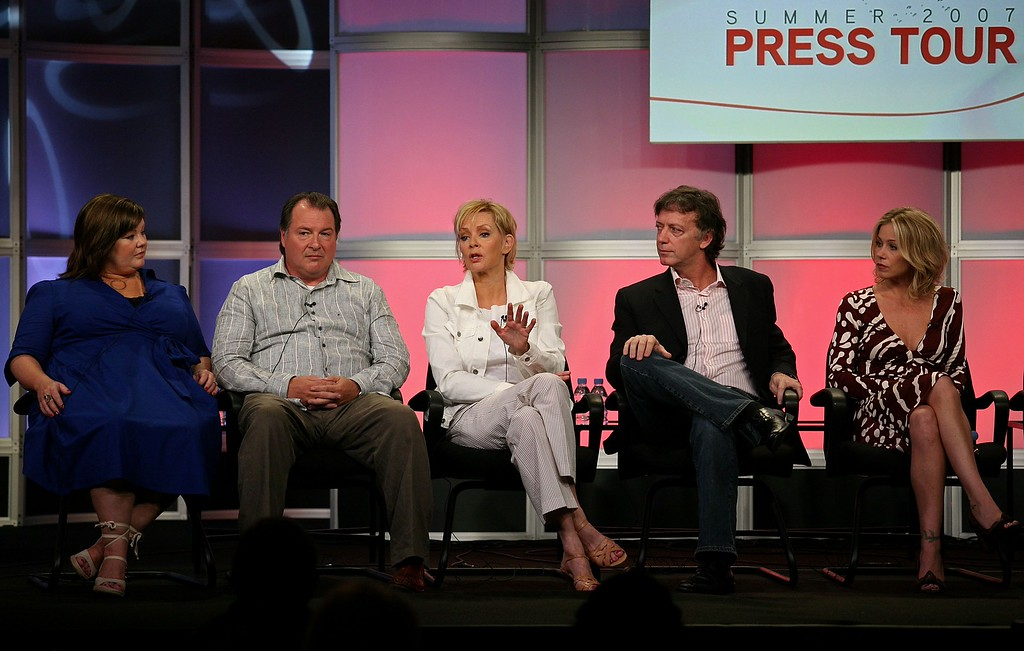 ". (L-R) Actors Melissa McCarthy, Kevin Dunn, and Jean Smart, executive producer Donald Todd, and actress Christina Applegate of ""Samantha Who?\"" speak during the 2007 Summer Television Critics Association Press Tour for ABC held at the Beverly Hilton hotel on July 26, 2007 in Beverly Hills, California.  (Photo by Frederick M. Brown/Getty Images)"