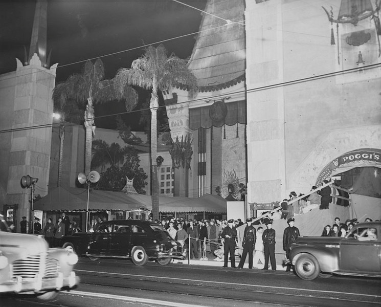 . Stars arrive at Grauman\'s Chinese Theater for the Academy Awards presentation on March 8, 1946.  (Courtesy Los Angeles Public Library)