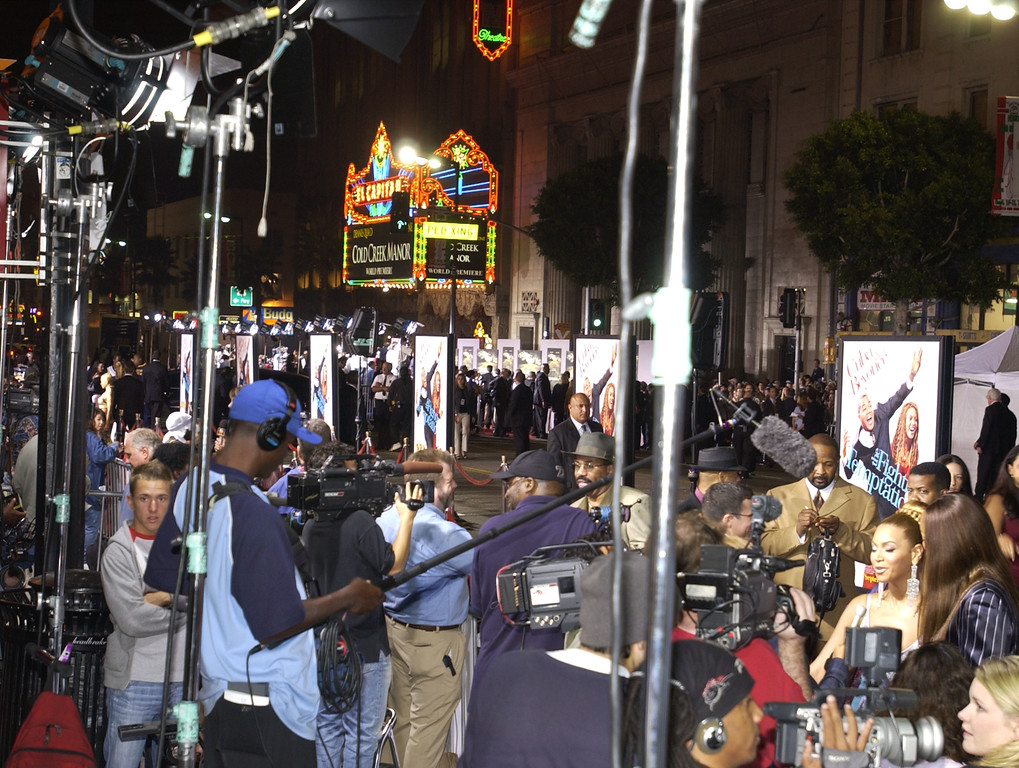 """. HOLLYWOOD - SEPTEMBER 17:  (Background) Scenic  of the \""""Cold Creek Manor\"""" premiere and Paramounts \""""The Fighting Temptations\"""" at the Grauman\'s Chinese Theatre, all taking place on Hollywood Blvd., September 17, 2003 in Hollywood, California.  (Photo by Vince Bucci/Getty Images)"""