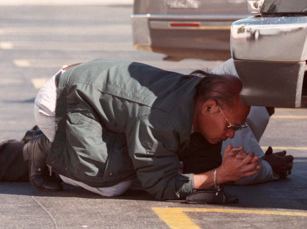 . A man prays as he and another man take cover during robbery/shootout in North Hollywood.   (Photo by Gene Blevins/Los Angeles Daily News)