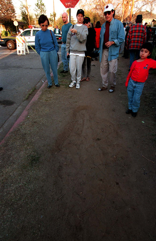 . Crowds came Sunday, March 2, 1997, to peer at the crime scene, where a slain gunman\'s imprint was visible. (Los Angeles Daily News file photo)