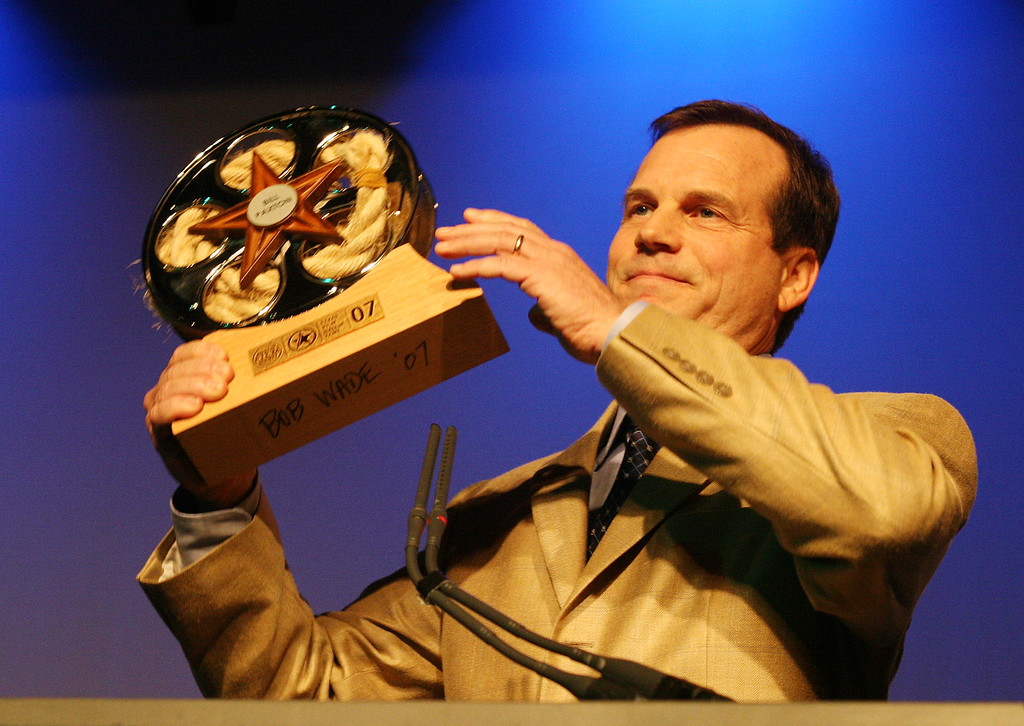 . Actor Bill Paxton receives an award following his induction into the Texas Film Hall of Fame in Austin, Texas on Friday, March 9, 2007.(AP Photo/Jack Plunkett)