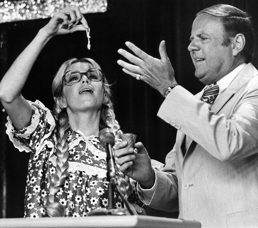 """. Actress Suzanne Somers and actor Dick Van Patten clown around during the filming of an upcoming special called \""""Rich Little\'s Washington Follies\"""" in Los Angeles, March 8, 1978.  (AP Photo/Wally Fong)"""
