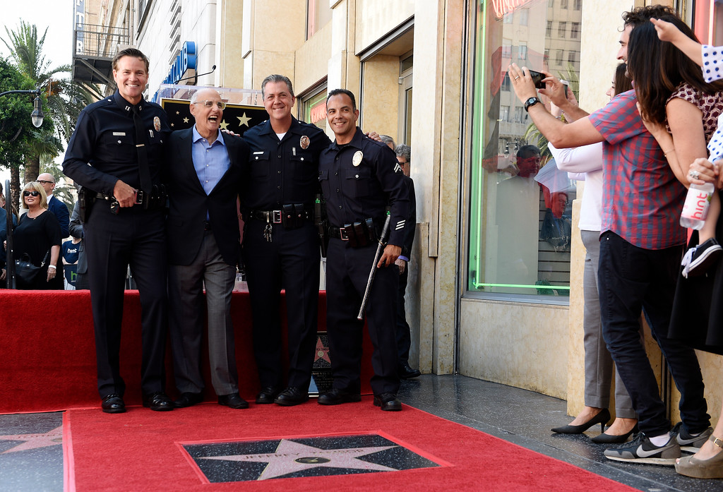 """. \""""Transparent\"""" cast members, right, take pictures as cast member Jeffrey Tambor, second from left, poses with Los Angeles police officers following a ceremony to award him a star on the Hollywood Walk of Fame on Tuesday, Aug. 8, 2017, in Los Angeles. (Photo by Chris Pizzello/Invision/AP)"""