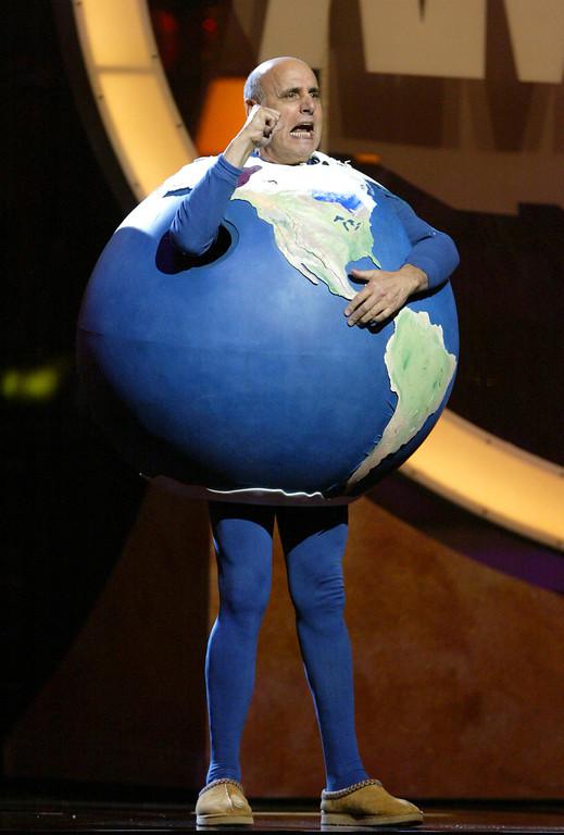 ". Comedian-actor Jeffrey Tambor performs during the comedy show \""Earth to America\"" in Las Vegas, Thursday, Nov. 17, 2005.   (AP Photo/Jae C. Hong)"