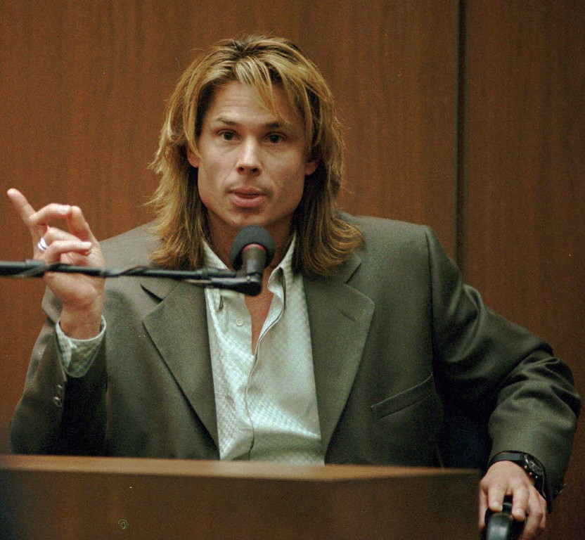 ". Witness Brian ""Kato\"" Kaelin testifies under direct examination during the O.J. Simpson double-murder trial at the Los Angeles Criminal Courts Building in this Tuesday, March 21, 1995 photo. (AP Photo/John McCoy, Pool)"
