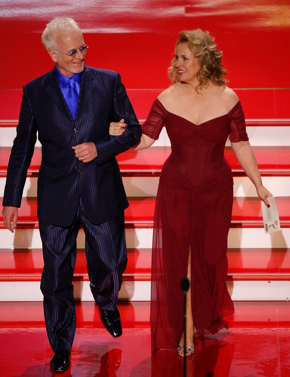 ". Actors Anthony Geary and Genie Francis are seen on stage before presenting the Emmy for ""Outstanding Lead Actress in a Drama Series\"" at the 34th Annual Daytime Emmy Awards in Los Angeles, Friday, June 15, 2007. (AP Photo/Kevork Djansezian)"