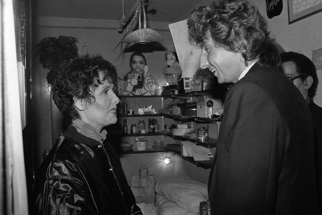 ". Singer Barry Manilow visits Lena Horne backstage at New York\'s Nederlander Theater on Wednesday, Nov. 26, 1981 after her performance in ""Lena  - A Woman and her Music.\""     (AP Photo/Richard Drew)"