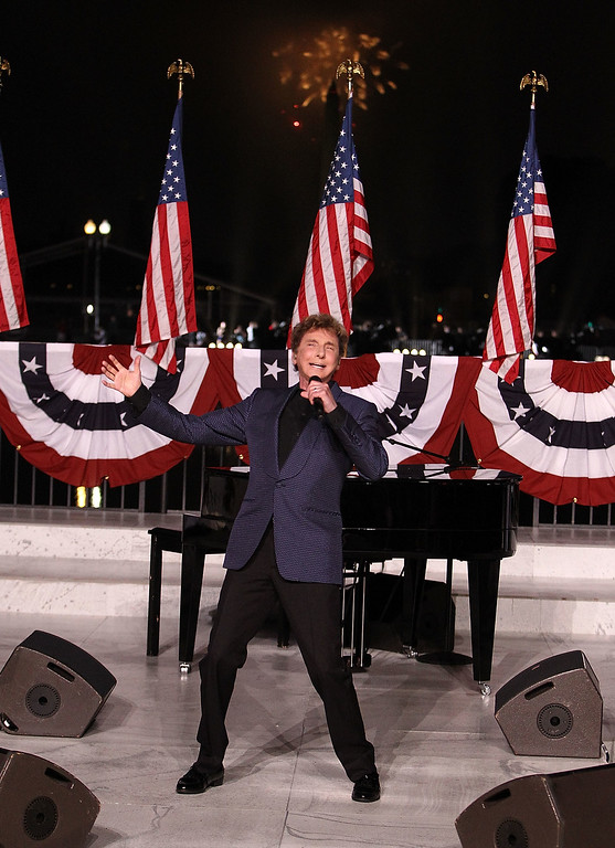 . WASHINGTON, DC - JULY 04:  Music legend Barry Manilow performs at A Capitol Fourth 2015 Independence Day concert at the U.S. Capitol, West Lawn on July 4, 2015 in Washington, DC.  (Photo by Paul Morigi/Getty Images for Capitol Concerts)