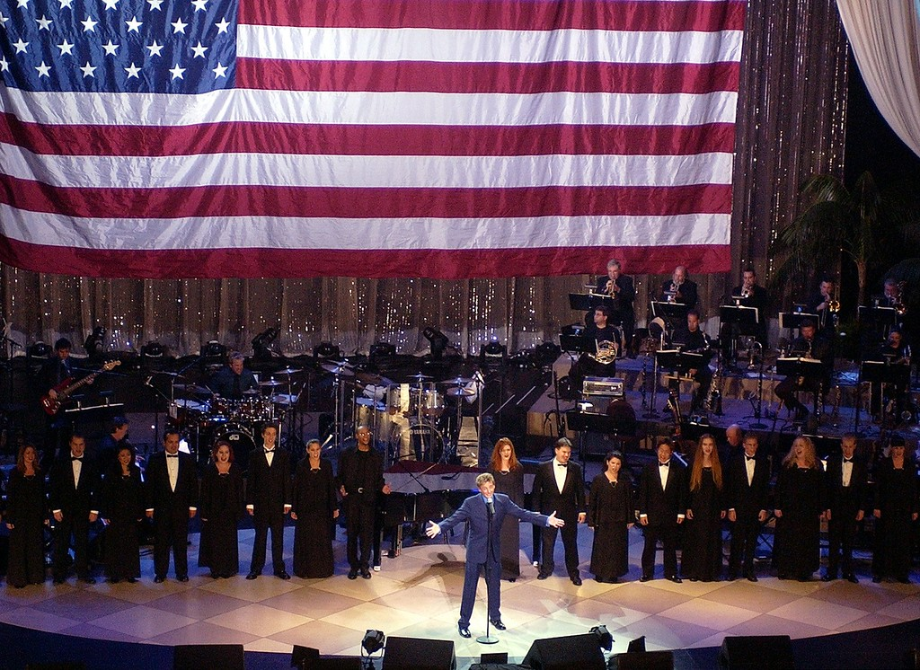 ". Barry Manilow performs ""Let Freedom Ring\"" at a fund-raiser \""To Help Dems Take Back the House,\"" put on by the Democratic Congressional Campaign Committee, Sunday night, Sept. 29, 2002, in the Hollywood area of Los Angeles. (AP Photo/Mark J. Terrill)"