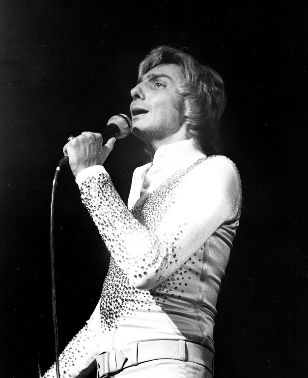 . Barry Manilow rehearses for his solo Broadway debut at the Uris Theatre in New York City, Tuesday, Dec. 2, 1976.  (AP Photo)