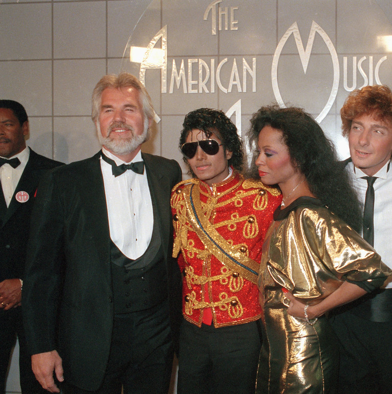 . From left, musicians Kenny Rogers, Michael Jackson, Diana Ross, and Barry Manilow stand backstage at the 11th Annual American Music Awards in Los Angeles, Jan. 15, 1984.  Jackson won 8 awards that evening.  (AP Photo/Nick Ut)