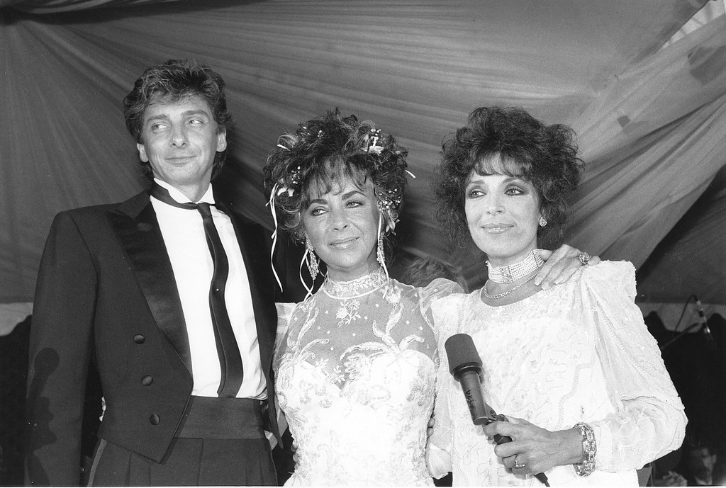 . Carol Bayer Sager, right, Elizabeth Taylor, and Barry Manilow attend a fundraiser in Los Angeles, Ca. on July 25, 1986. The benefit is for the American Foundation for AIDS research. (AP Photo/Jacobs)