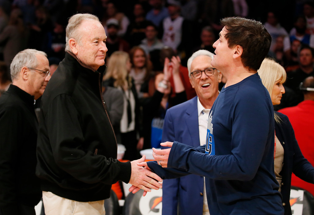 . Fox News television host Bill O\'Reilly, left, and Dallas Mavericks owner Mark Cuban, right, shake hands while Founder and former Chairman of radio company Westwood One Norman Pattiz, center, looks on after an NBA basketball game between the Los Angeles Lakers and Dallas Mavericks, Tuesday, Jan. 26, 2016, in Los Angeles. The Mavericks won 92-90. (AP Photo/Danny Moloshok)