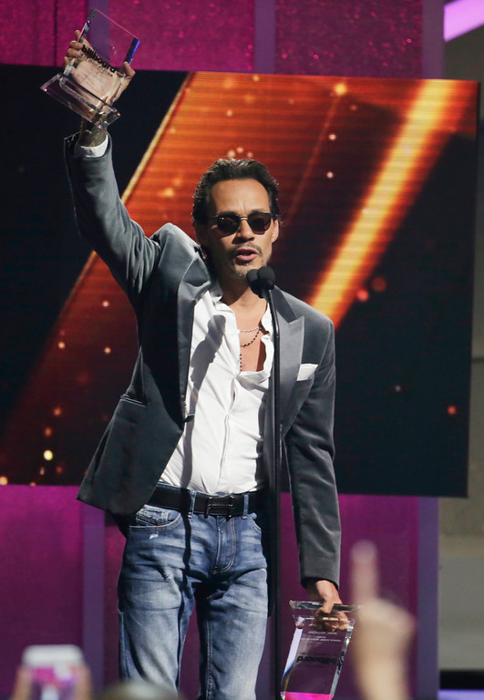 . Singer Marc Anthony receives the Tropical Albums Artist of the Year, Solo, during the Latin Billboard Awards, Thursday, April 27, 2017, in Coral Gables, Fla. (AP Photo/Lynne Sladky).