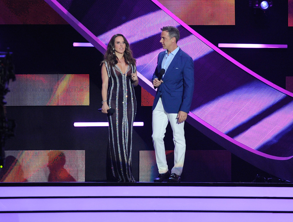 . CORAL GABLES, FL - APRIL 27:  Hosts Kate del Castillo and Carlos Ponce onstage at the Billboard Latin Music Awards at Watsco Center on April 27, 2017 in Coral Gables, Florida.  (Photo by Sergi Alexander/Getty Images)