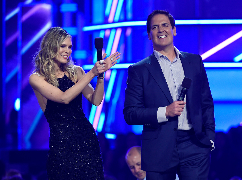 . Sarah Foster, left, and Mark Cuban introduce a performance by Ed Sheeran at the Billboard Music Awards at the T-Mobile Arena on Sunday, May 21, 2017, in Las Vegas. (Photo by Chris Pizzello/Invision/AP)