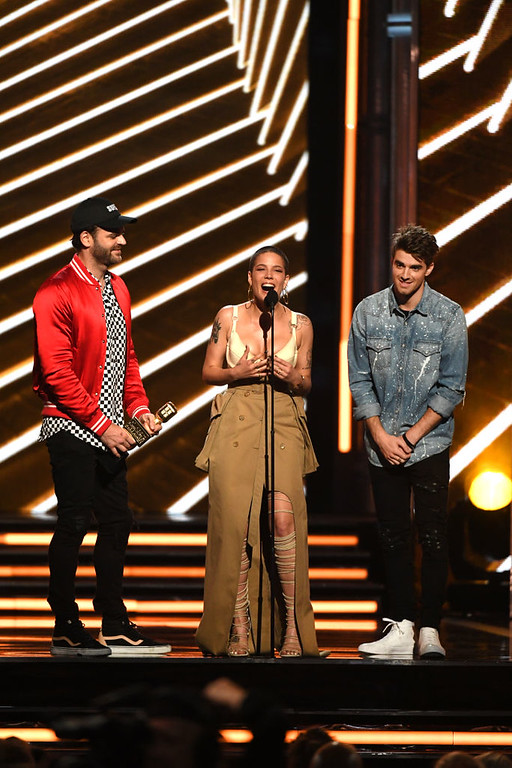 . LAS VEGAS, NV - MAY 21:  (L-R) Musicians Alex Pall of The Chainsmokers, Halsey, and Andrew Taggart of The Chainsmokers accept Top Hot 100 Song for \'Closer onstage during the 2017 Billboard Music Awards at T-Mobile Arena on May 21, 2017 in Las Vegas, Nevada.  (Photo by Ethan Miller/Getty Images)