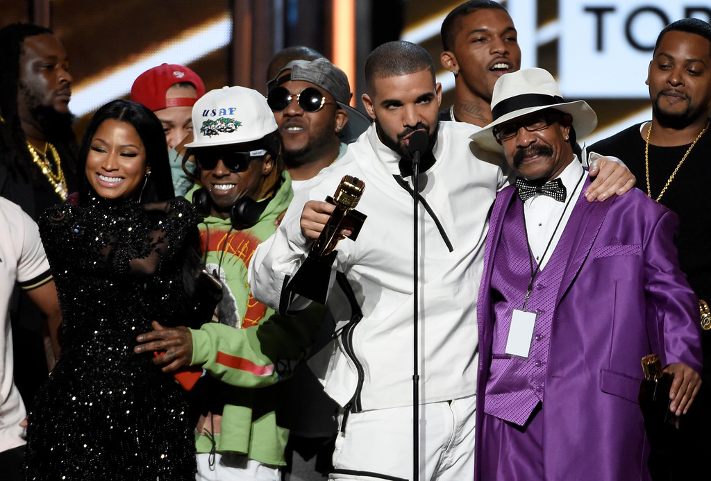 . Drake accepts the top artist award at the Billboard Music Awards at the T-Mobile Arena on Sunday, May 21, 2017, in Las Vegas. (Photo by Chris Pizzello/Invision/AP)