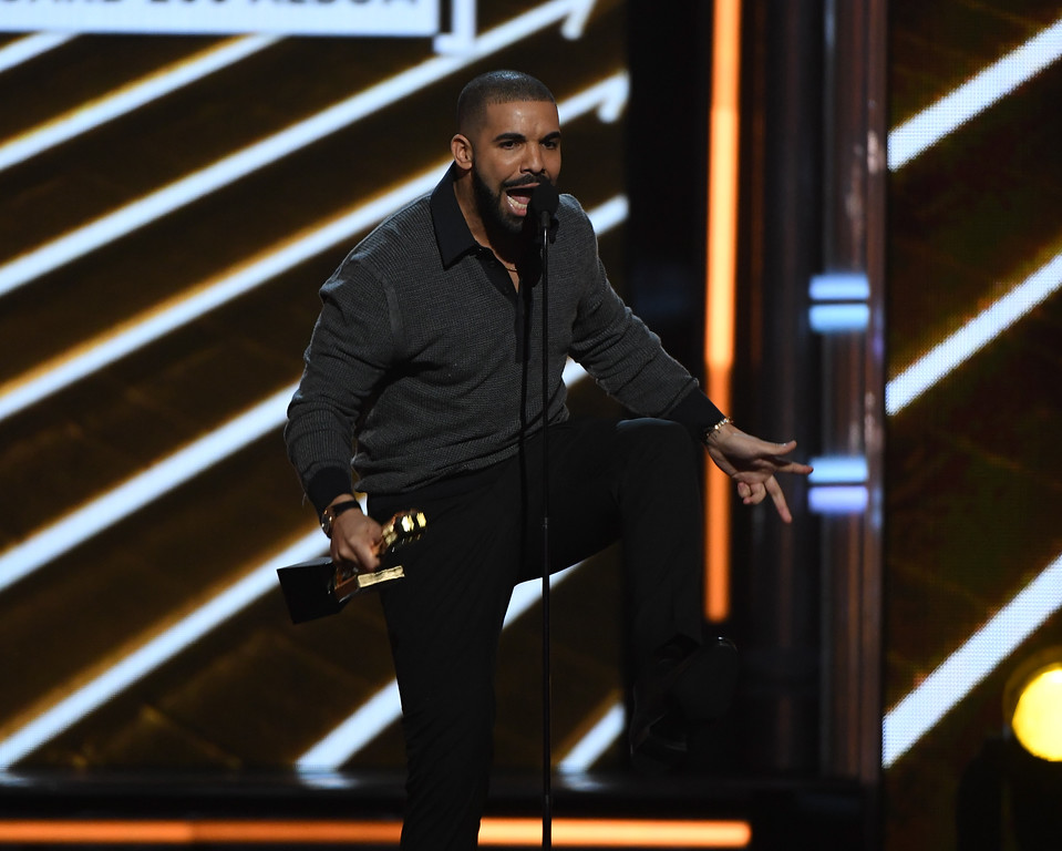 . LAS VEGAS, NV - MAY 21:  Rapper Drake accepts Top Billboard 200 Album for \'Views\' onstage during the 2017 Billboard Music Awards at T-Mobile Arena on May 21, 2017 in Las Vegas, Nevada.  (Photo by Ethan Miller/Getty Images)