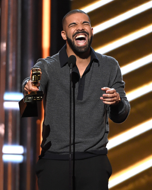 """. Drake accepts the award for top Billboard 200 album for \""""Views\"""" at the Billboard Music Awards at the T-Mobile Arena on Sunday, May 21, 2017, in Las Vegas. (Photo by Chris Pizzello/Invision/AP)"""