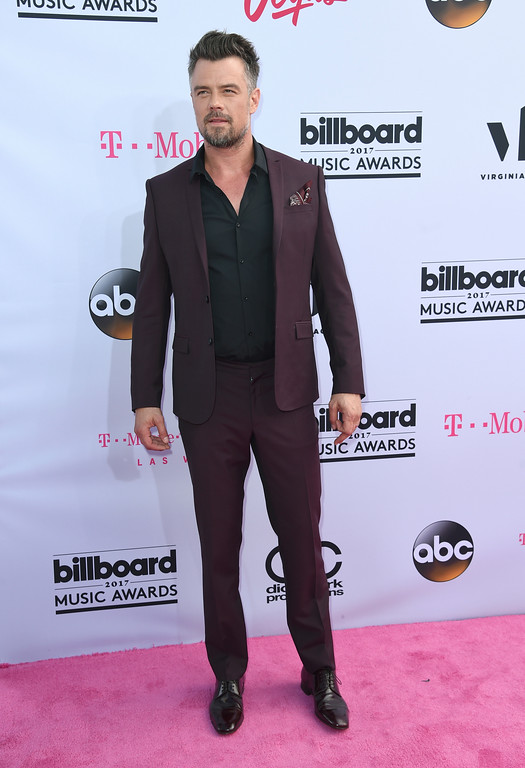 . Josh Duhamel arrives at the Billboard Music Awards at the T-Mobile Arena on Sunday, May 21, 2017, in Las Vegas. (Photo by Richard Shotwell/Invision/AP)