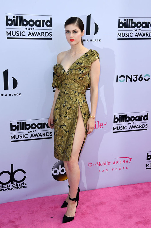 . Actor Alexandra Daddario arrives at the 2017 Billboard Music Awards at the T-Mobile Arena on May 21, 2017 in Las Vegas, Nevada. / AFP PHOTO / MARK RALSTON        (Photo credit should read MARK RALSTON/AFP/Getty Images)