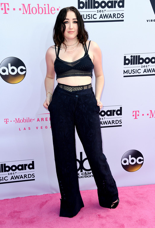 . Noah Cyrus arrives at the Billboard Music Awards at the T-Mobile Arena on Sunday, May 21, 2017, in Las Vegas. (Photo by Richard Shotwell/Invision/AP)