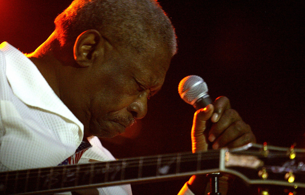. US musician BB King performs during a concert at the bullring of Valencia 23 June 2004.    (JOSE JORDAN/AFP/Getty Images)