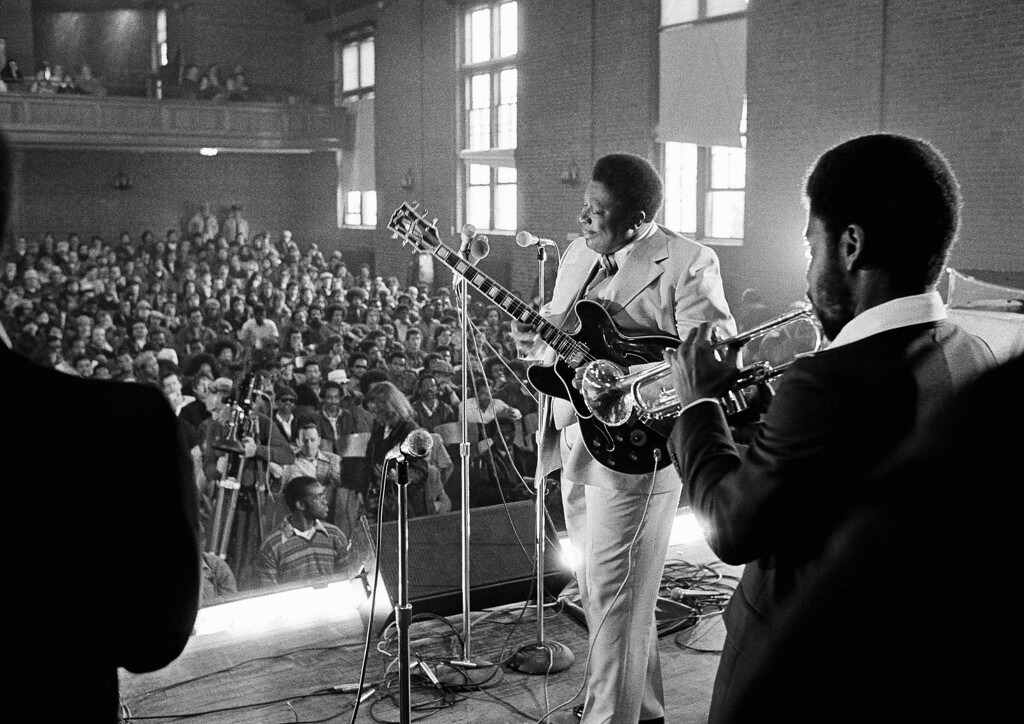 . Blues musician B.B. King played to a packed auditorium of residents and press at the Massachusetts Correctional Institution in Norfolk, Mass., Monday, April 3, 1978. (AP Photo)