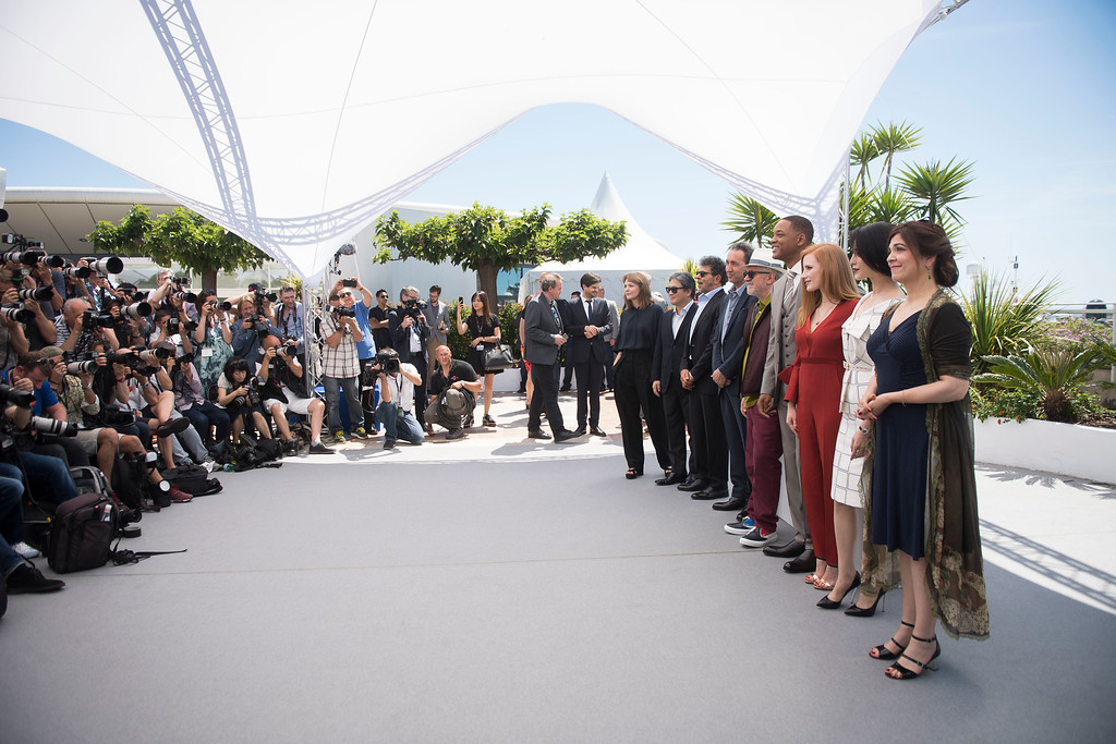 . From left, jury members Maren Ade, Park Chan-wook, Gabriel Yared, and Paolo Sorrentino, President of the jury Pedro Almodovar, and jury members Will Smith, Jessica Chastain, Fan Bingbing, and Agnes Jaoui pose for photographers during the Jury photo call at the 70th international film festival, Cannes, southern France, Wednesday, May 17, 2017. (Photo by Arthur Mola/Invision/AP)